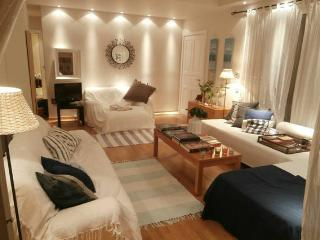 A Cozy Apt close to Glyfada Center