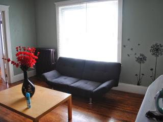 1 minute to T and beach, 15mins to downtown Boston, Revere