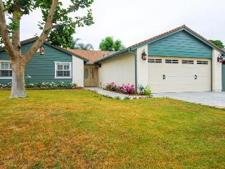 Classic contemporary home near L.A. attractions!, Agoura Hills