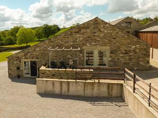 PENYGHENT VIEW, quality conversion with views, WiFi, patio, Settle Ref 914777