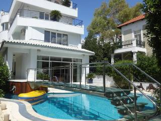 Seaside amazing pool Villa, Glyfada
