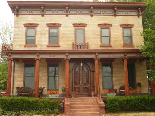 Villa on the Hudson + Only An Hour Outside NYC, Haverstraw