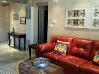 Affordable Luxury & Convenience-Walk to Plaza/Shop, Santa Fe