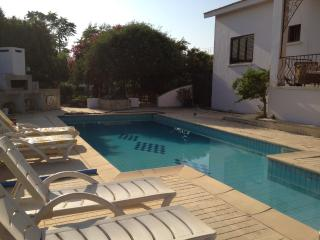 Spacious ,three bedroom bungalow with pool, Catalkoy