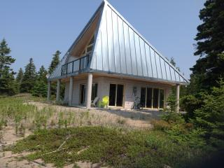 ARCHITECT DESIGNED BEACH HOUSE-MANITOULIN ISLAND, Providence Bay
