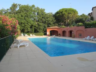 Villa with South Terrace, Pool and Stunning Views, Grimaud