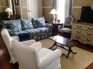 Luxury Victorian Near Beach, Downtown and Casino!, Gulfport