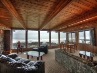 Ocean Front Home with Panoramic Ocean View!, Yachats