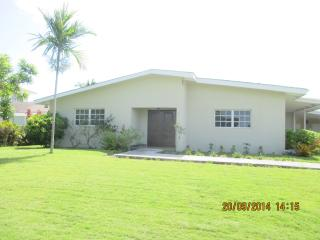 Beautiful Bahamian Well Appointed Getaway Home, Nassau