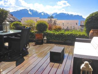 Swiss Bliss Apartment Alps views, terrace, garden, Montreux