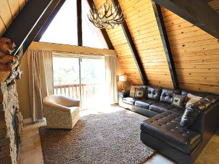 Cozy Modern Rustic Cabin! 2 Bedrooms, Wifi, Cable, Running Springs