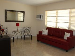 Spacious South Beach Apt. Fantastic Location!, Miami Beach