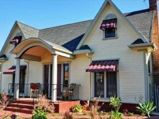 The Helena Home by Twelve Springs- 4 Bed Historic Beauty, Anaheim