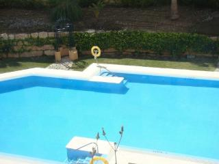 Poolside Apartment & Fabulous Views - La Duquesa, San Luis de Sabinillas