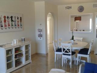 Luxury Modern Apartment Free wifi Duquesa Village, San Luis de Sabinillas