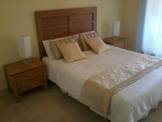 Front Line Golf Apartment - FREE WIFI - La Duquesa, San Luis de Sabinillas