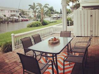 Coquina Key Paradise! Waterfront Condo in St Pete!, St. Petersburg