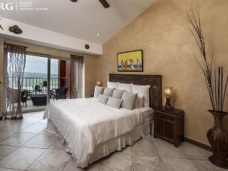 Vista Mar Beach Front Penthouse at Cocal Hotel!, Jaco