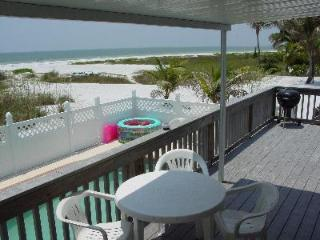 GULF/BEACHFRONT WITH HEATED POOL, Fort Myers Beach