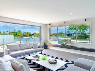 The Palms 5 Bedroom Broadbeach Waters Home