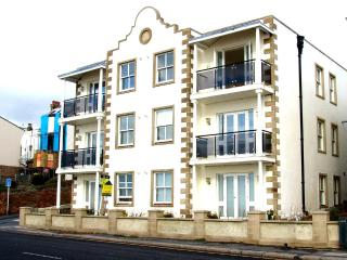 stunning sea view apartment 6, Sandgate