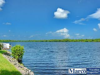 Ideally located Naples condo with heated pool and short drive to Marco Island