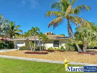 Cozy house w/ sunroom, heated pool, hot tub & short walk to beach, Marco Island