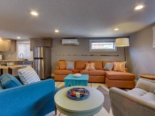Mid-century modern oceanfront condo - dog friendly!, Oceanside