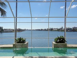 Gorgeous 5/4.5 Plus Den And Movie Theater Room Waterfront Home, Marco Island