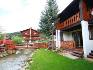 Telemark Townhouse #4 - On the River, In Town, King Bed, WiFi, Satellite TV, Red River