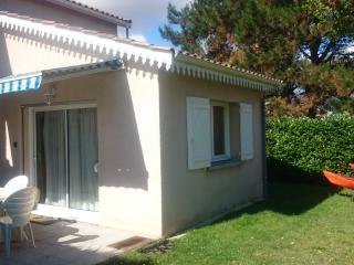 Lovely studio with garden minutes from the beach, Arcachon