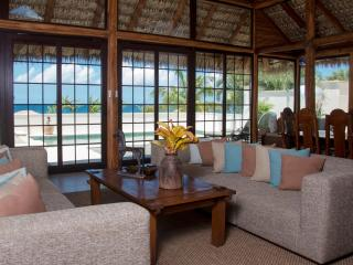 Paradise Beach Villa - 3 Bedrooms - Beach Front, Charlestown