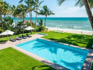 Secluded beachfront haven Villa Patricia with tropical grounds & tranquil pool, Nuevo Vallarta