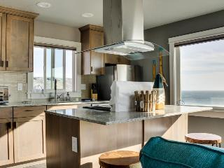 Stunning oceanfront condo w/views - room for 8 and 2 dogs!, Oceanside
