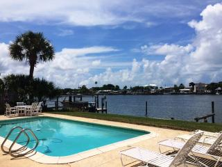 NEW 50% OFF IR Beach WATERFRONT Private Pool House, Indian Rocks Beach