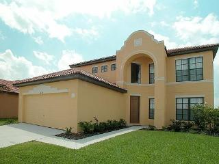 Spacious 5 Bed Pool Home in Gated Resort, Kissimmee