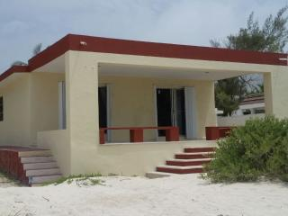 RELAXING BEACH FRONT HOUSE FOR RENT WITH ALL YOUR, Progreso