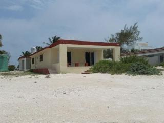 RELAXING BEACH FRONT HOUSE FOR RENT WITH ALL YOUR FAMILY AND FRIENDS, Progreso