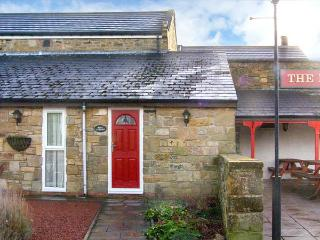 ROSE COTTAGE, pet-friendly, country holiday cottage, with a garden in Acklington, Ref 926784