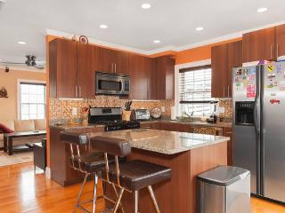 Location! Location! Modern 2BD 2 BA w/Parking, Boston