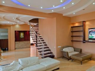 MK Rooms - penthouse, Sauna, Pool table, Fireplace, Tbilisi