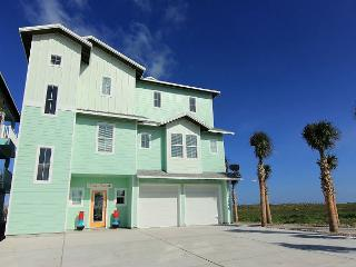 6 bedroom 5.5 bath newly constructed BEACHFRONT home! Private pool!, Port Aransas