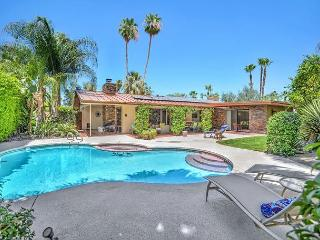 4BR/2.5 BA Palm Springs Ranch House, Pool, Mountain Views, Sleeps 8