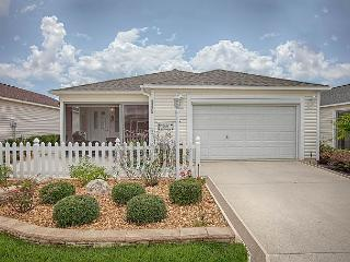 Really nice patio villa with tons of upgrades. Complimentary use of golf cart, The Villages