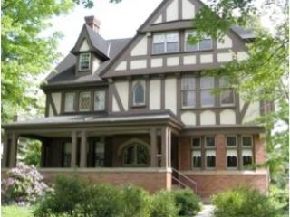 Sun-Filled Fully-Furnished 3rd Floor, Cleveland Heights
