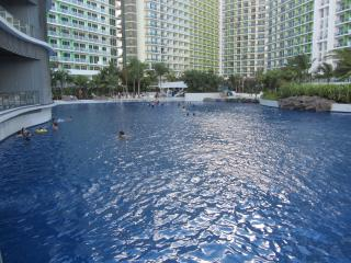 1BR Beachfront  Condo in the Heart of the City, Paranaque