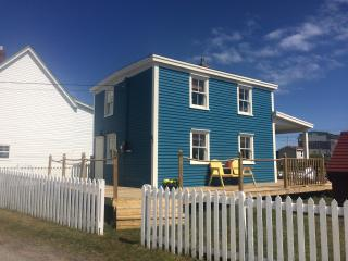 Long Beach House, traditional saltbox home, Bonavista