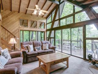 Lakeside Getaway with Firepit., Innsbrook