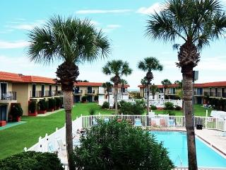 Family Friendly Poolside at Ponce Landing!, Saint Augustine Beach