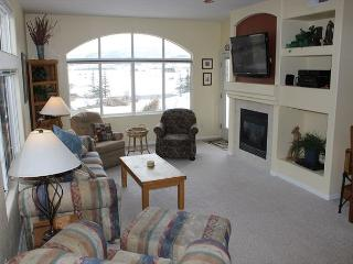BC107 2 Bedroom Condo in Frisco w/ Fireplace and Common Outdoor Hot Tub